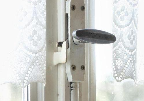 systèmes de fermeture pour une fenêtre.